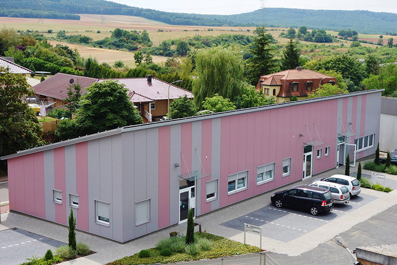 Stahlhalle Bürogebäude
