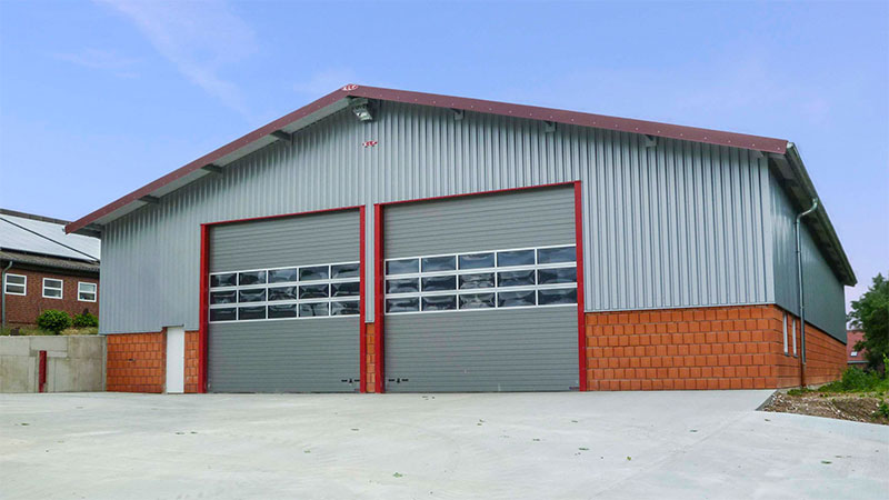 Maschinen- und Fahrzeughalle